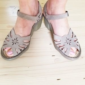EARTH suede eyelet comfort sandals wavy wedge heel